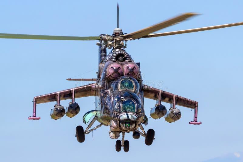 Helicóptero de ataque traseiro militar de mil. Mi-24 fotografia de stock