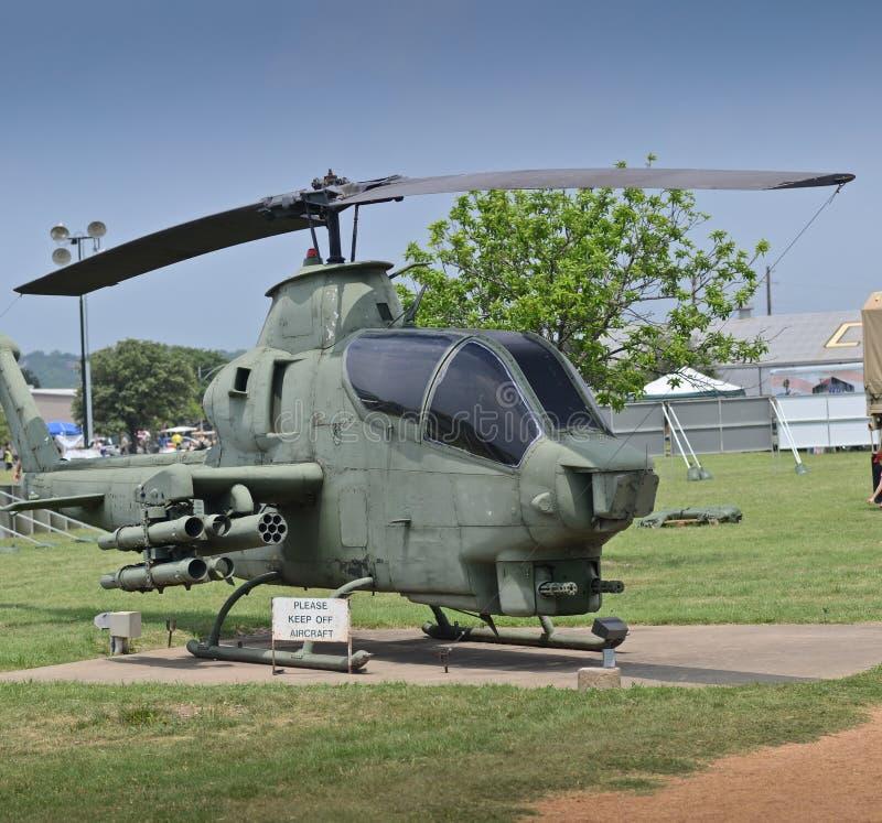 Helicóptero de ataque velho da cobra foto de stock