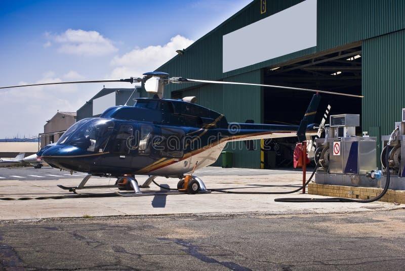 Helicóptero de Bell 407 - reaprovisionamiento imagen de archivo libre de regalías