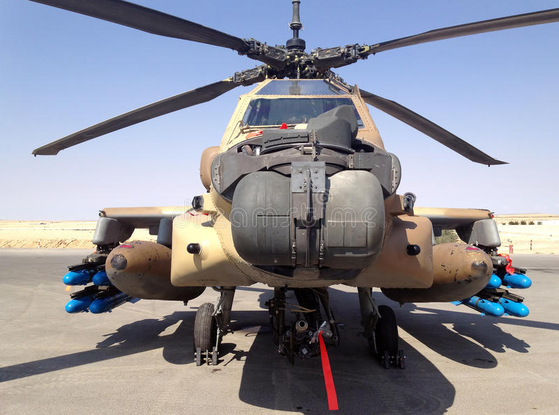 Helicóptero de combate Apache no museu do IDF da força aérea foto de stock royalty free