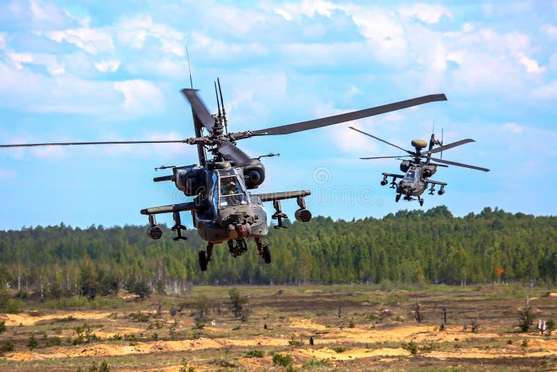 Helicóptero de combate no treino militar Saber Strike em Letónia imagens de stock royalty free