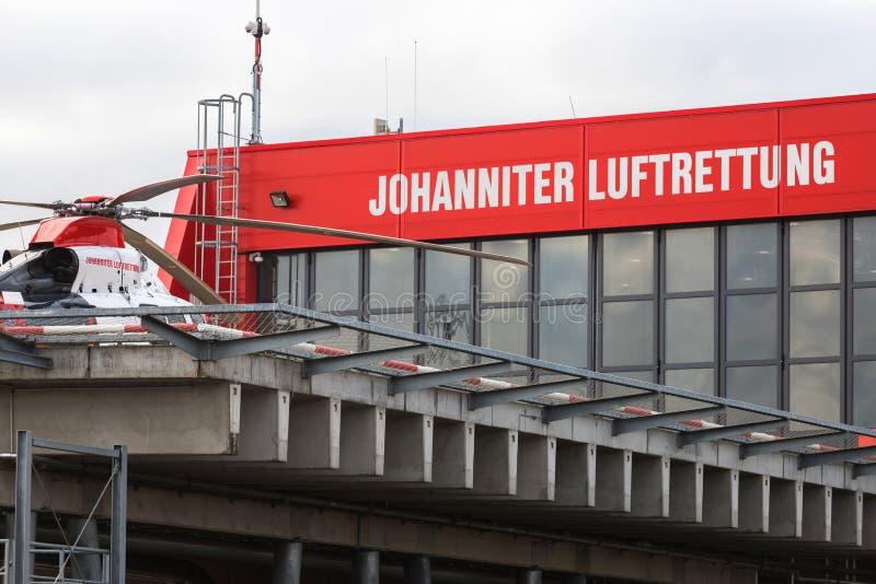 Helicóptero de rescate Johanniter luftrettung en Alemania giessen fotos de archivo