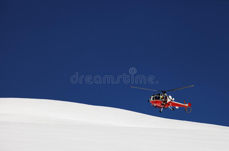 Helicóptero do salvamento da montanha fotografia de stock