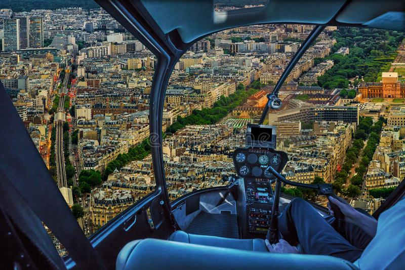 Helicóptero em Paris fotos de stock