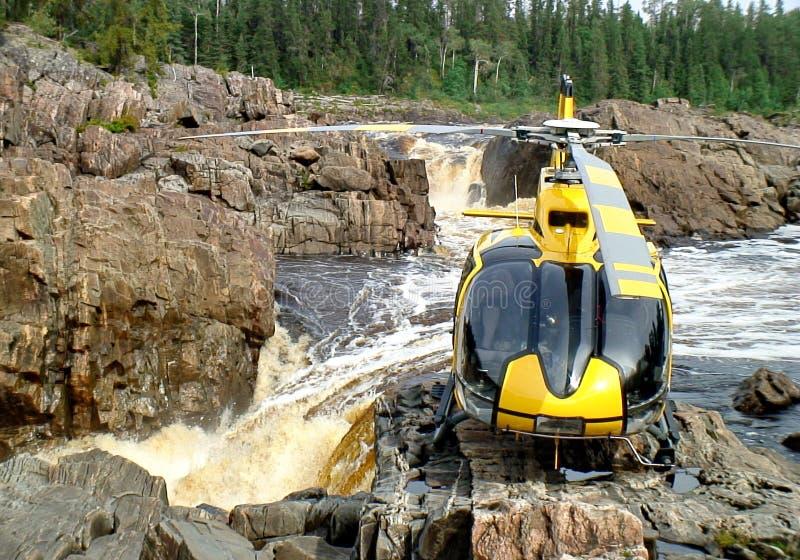 Helicóptero en las caídas de la casa del trueno imágenes de archivo libres de regalías