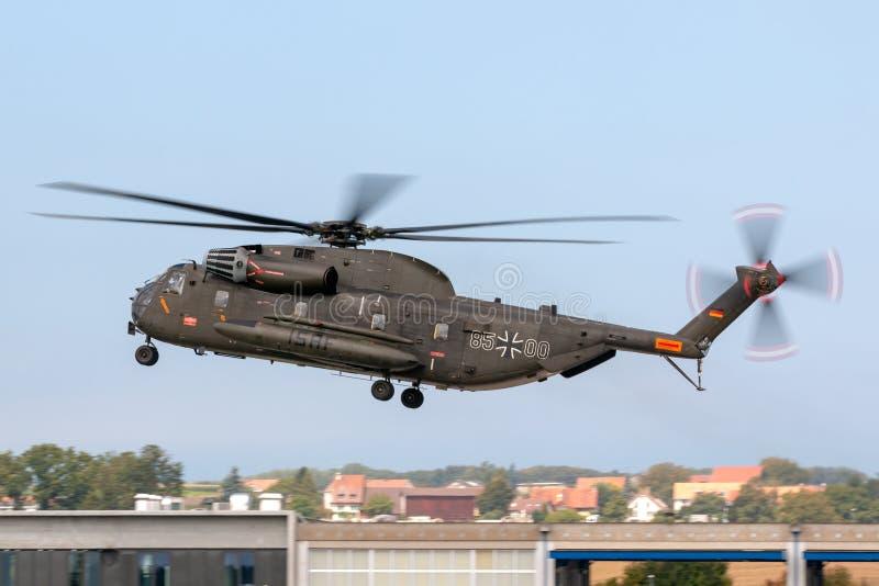 Helicóptero militar de la elevación pesada de Deutsches Heer Sikorsky CH-53GS del ejército alemán imágenes de archivo libres de regalías