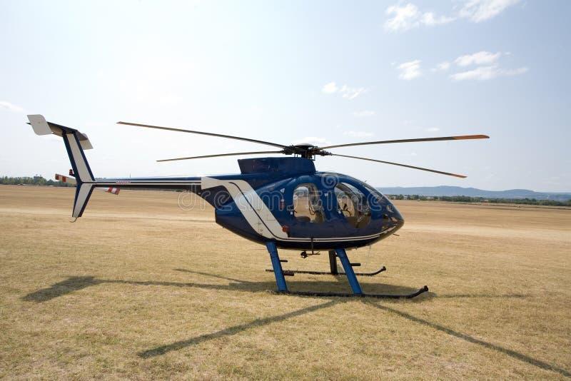 Helicóptero na terra foto de stock