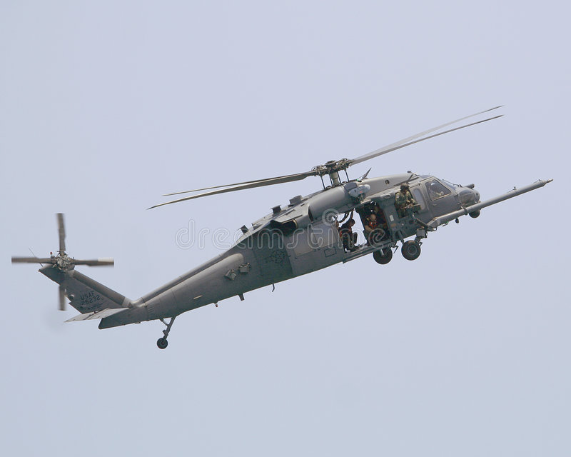 Helicóptero negro del halcón de UH 60 foto de archivo