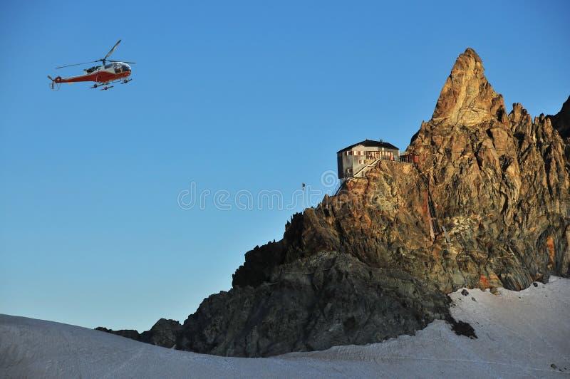 Helicóptero no alvorecer fotos de stock
