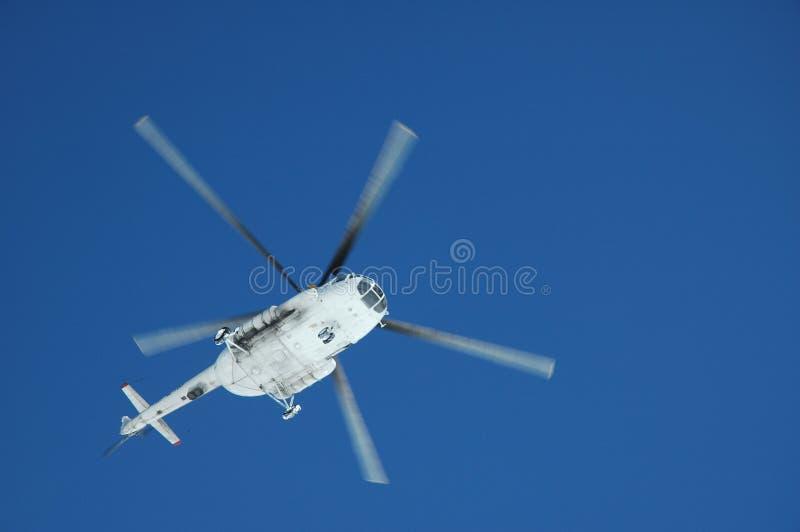 Helicóptero no ar foto de stock royalty free