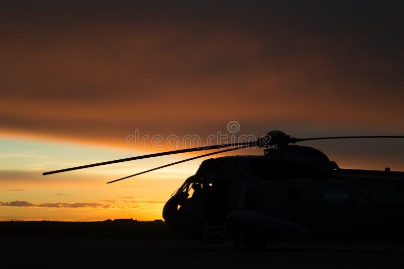 Helicóptero no nascer do sol fotos de stock