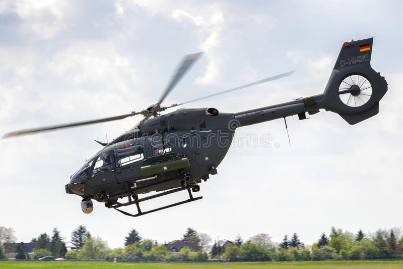 Helicóptero novo das forças armadas de Airbus H145M fotos de stock