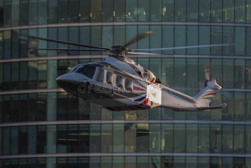 Helicóptero que es filmado para los Juegos Olímpicos 2012 de Londres fotos de archivo libres de regalías