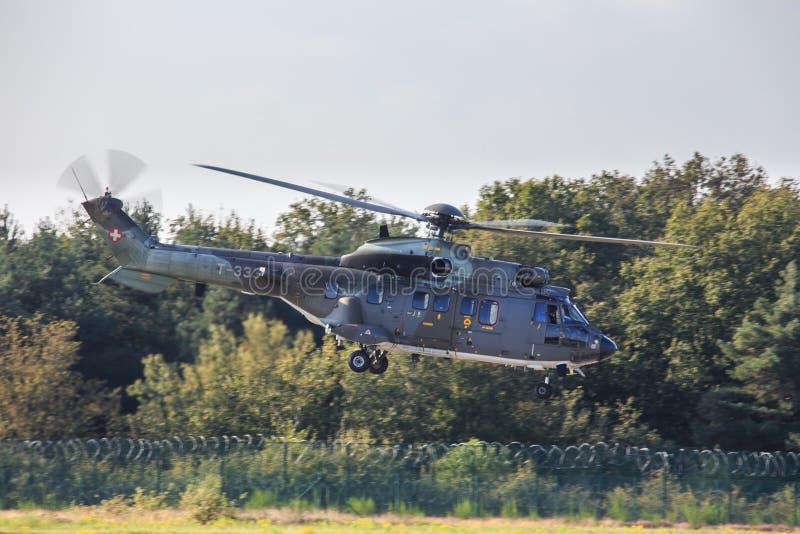 Helicóptero suíço da força aérea fotos de stock