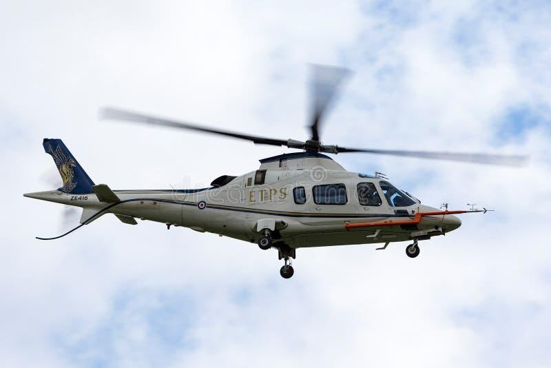 Helicóptero ZE416 da elite do poder de Royal Air Force RAF AgustaWestland AW-109E da escola ETPS dos pilotos de teste do império fotografia de stock royalty free
