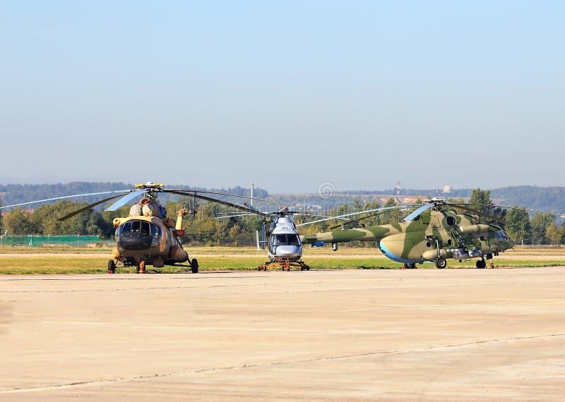 Helicópteros do transporte no lugar de estacionamento fotografia de stock royalty free