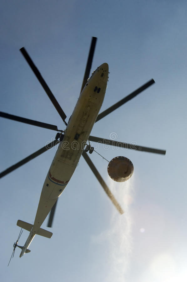 Download Helicopter Carrying Water To Fire Editorial Photo - Image: 10662416