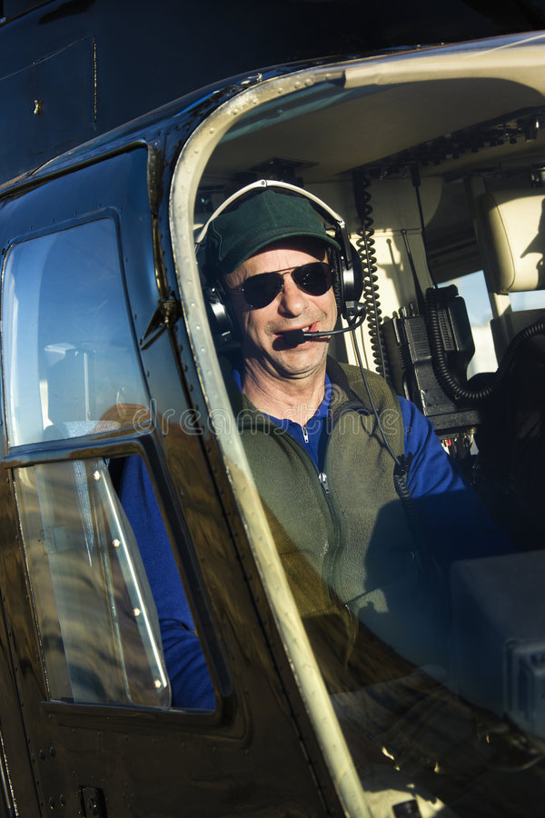 Download Helicopter male pilot στοκ εικόνα. εικόνα από ημέρα, χαμόγελο - 6150177