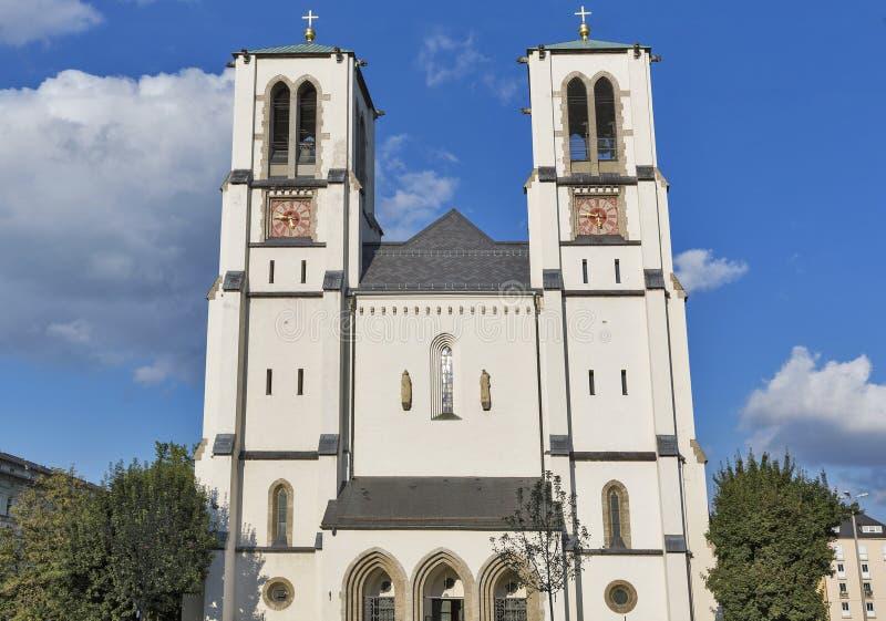 Helig apostelAndrew Church fasad i Salzburg, Österrike arkivfoton
