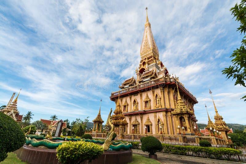 Helig pagod i chalongtemplet, Phuket, Thailand arkivbilder