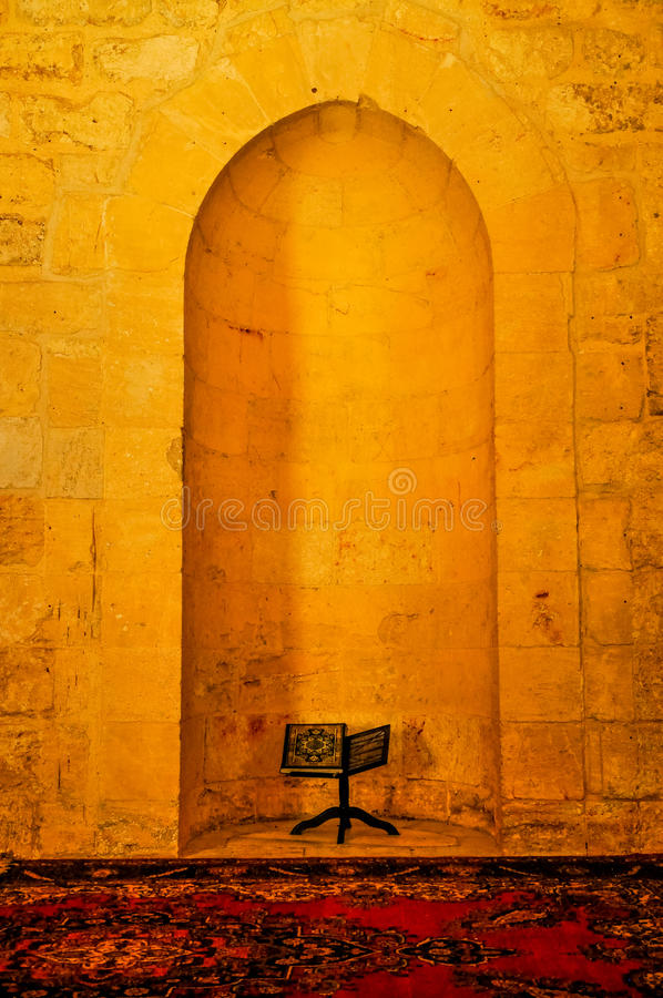 Helig Quran i citadell av Aleppo, Syrien arkivfoto