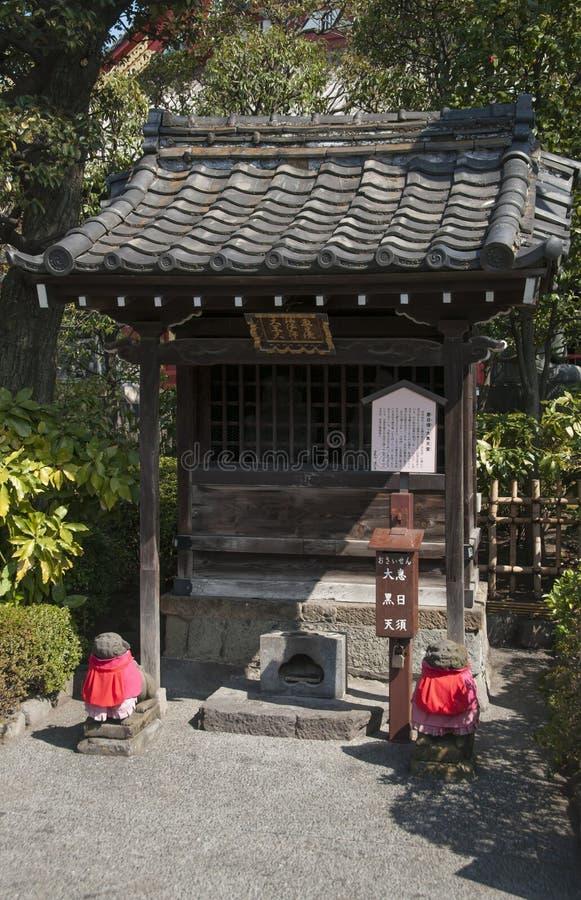 Helig relikskrin i den Asakusa templet, Tokyo Japan arkivbilder