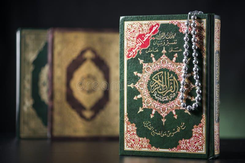 Heliga böcker för Quran royaltyfri bild
