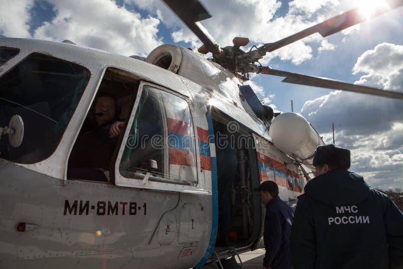 Helikopter för besättningnödlägedepartement arkivbild