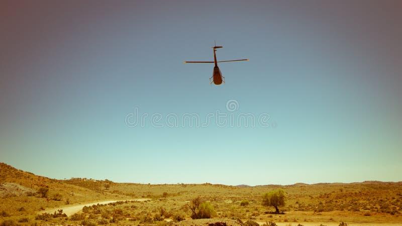 Helikopter i öknen arkivbilder