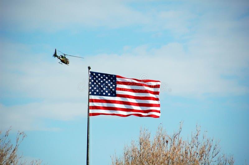 Helikopter i flaga amerykańska fotografia stock