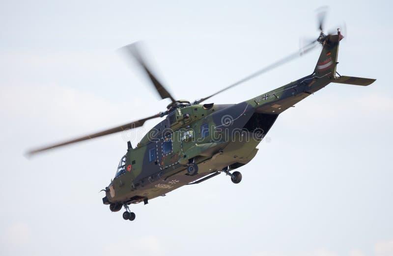 Helikopter NH90 för taktisk soldat royaltyfri fotografi