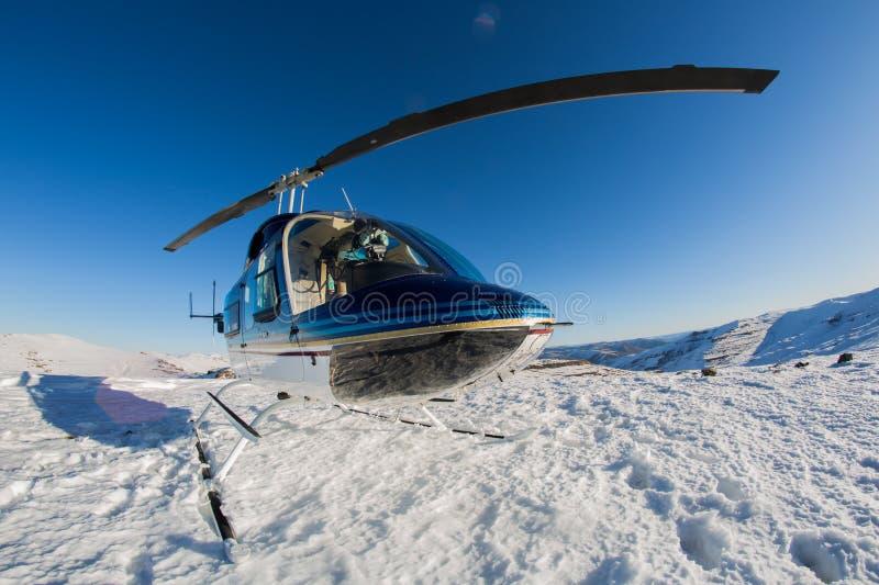 Helikopter op Drakensburg stock foto's