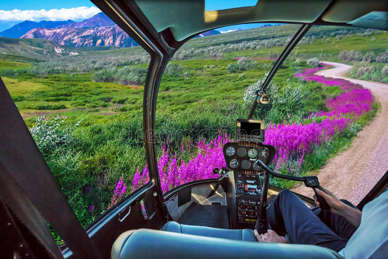 Helikopter på Denali NP arkivfoton
