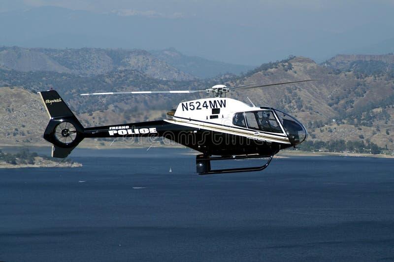 Helikopter tijdens de vlucht stock afbeelding