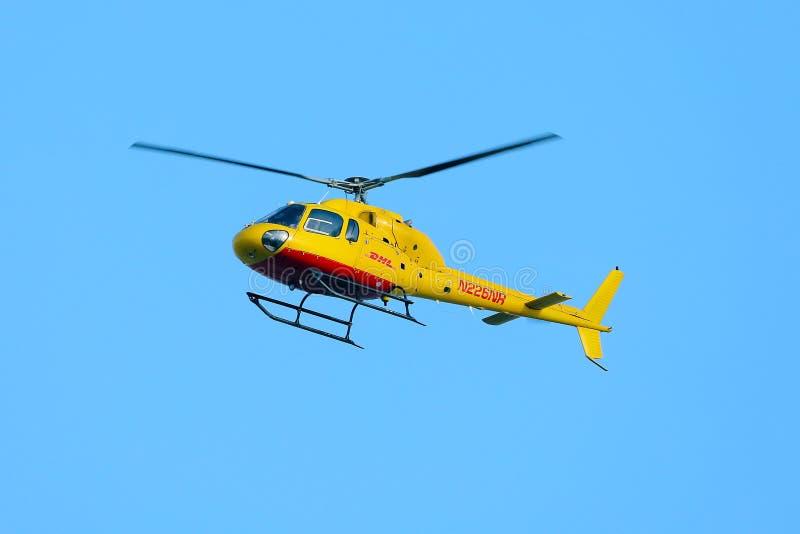 helikopter van DHL stock fotografie