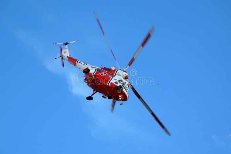 Helikopter W3A Sokol op blauwe hemel stock fotografie