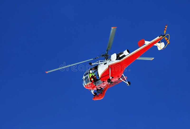 helikopterbergräddningsaktion royaltyfri bild