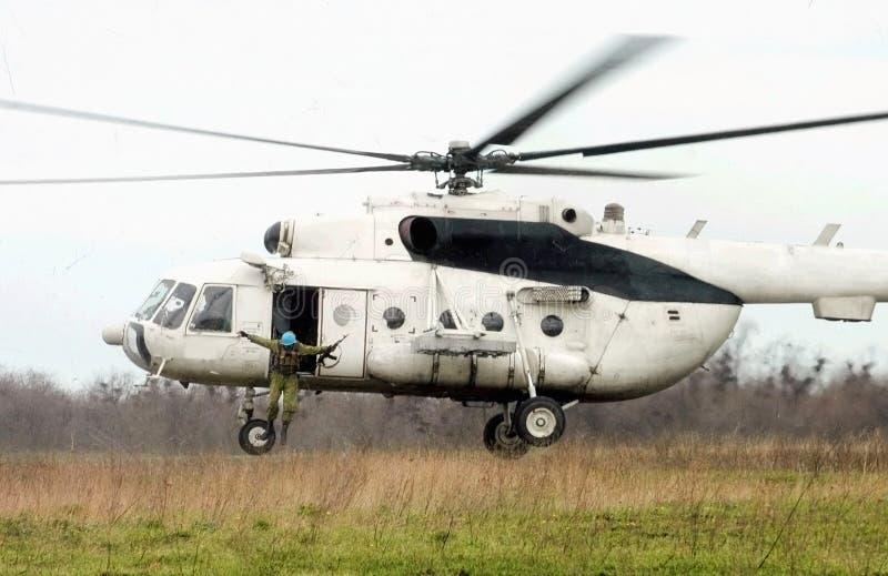 helikopterhoppfallskärmsjägare royaltyfri foto