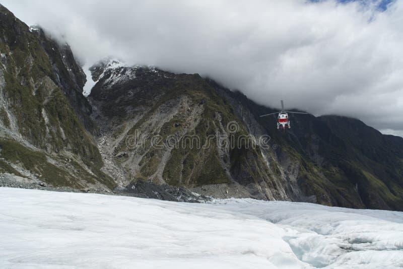 Helikopterlandning på Franz Josef Glacier royaltyfri bild