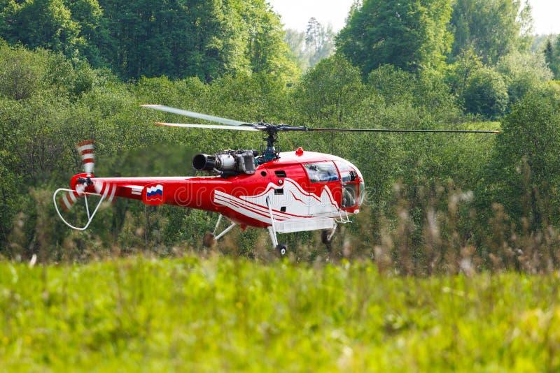 Helikoptern sätter in in royaltyfri bild