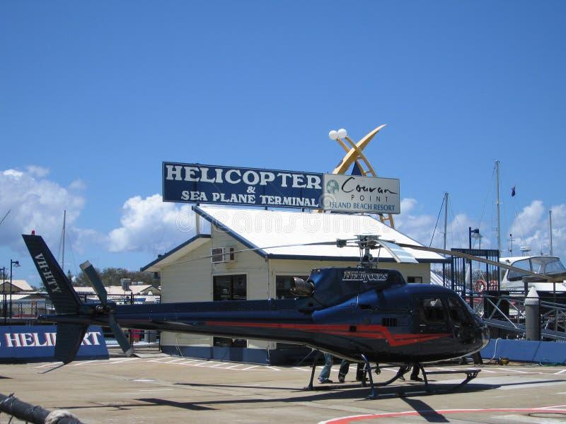 Helikoptern väntar på arkivfoto