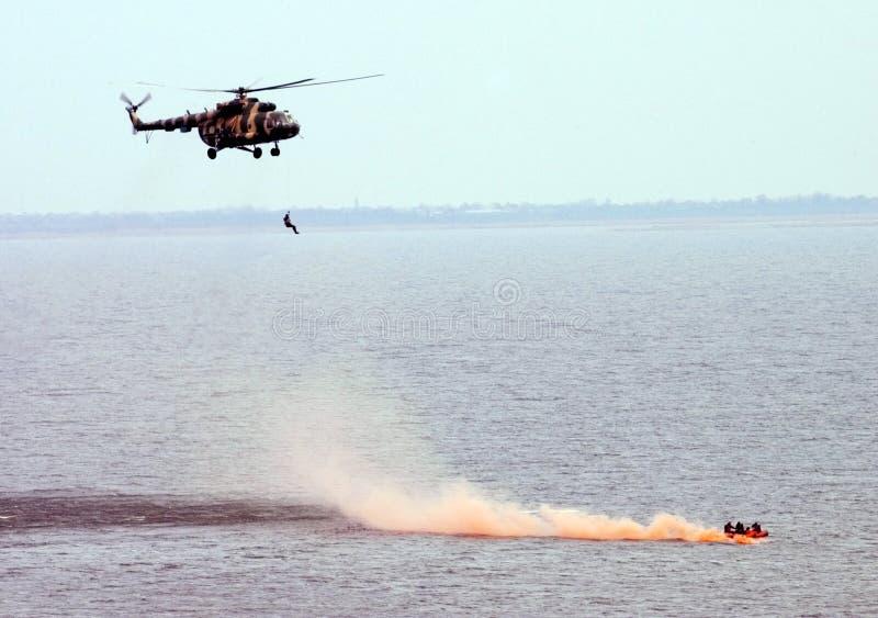 helikopterockupationräddningsaktion arkivbilder