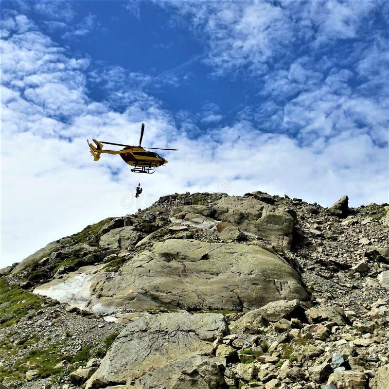 Helikopterräddningsaktion från den gummilackaBlanc slingan arkivbilder