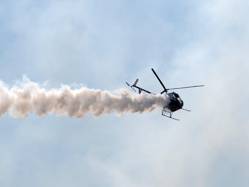 helikopterrök arkivfoton