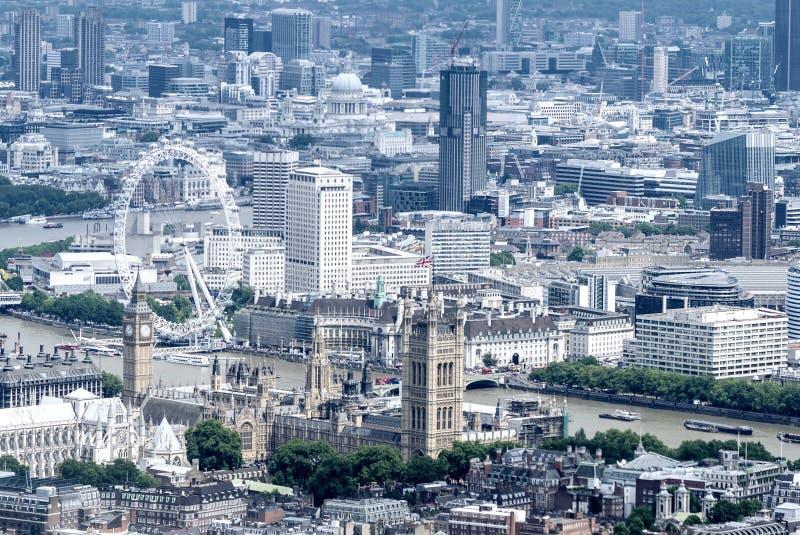 Helikoptersikt av hus av parlamentet och Big Ben, London royaltyfria bilder