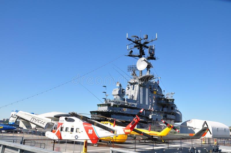 Helikoptrar på det Intrepid däcket royaltyfri bild