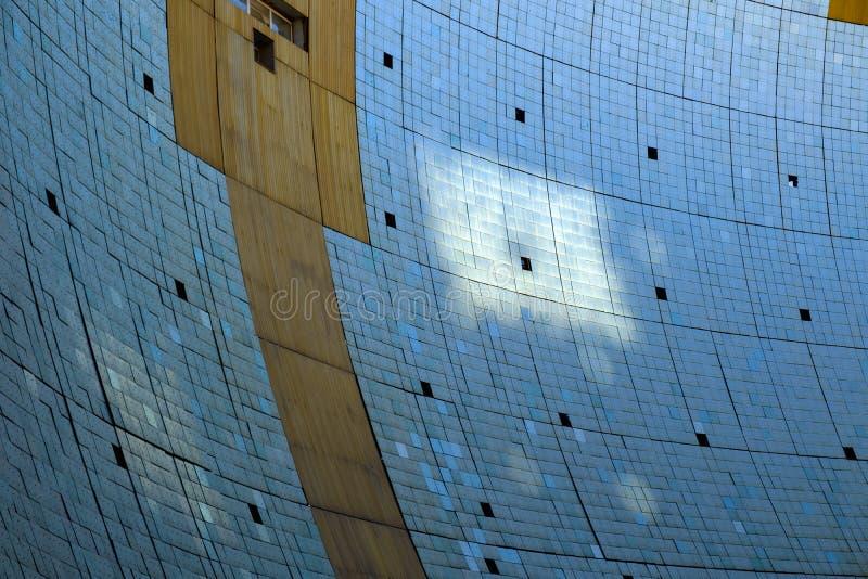 Helioconcentrador parabólico - parte del horno solar fotografía de archivo libre de regalías