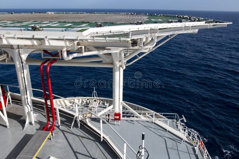 Helipuerto en el buque para el aterrizaje del helicóptero foto de archivo libre de regalías