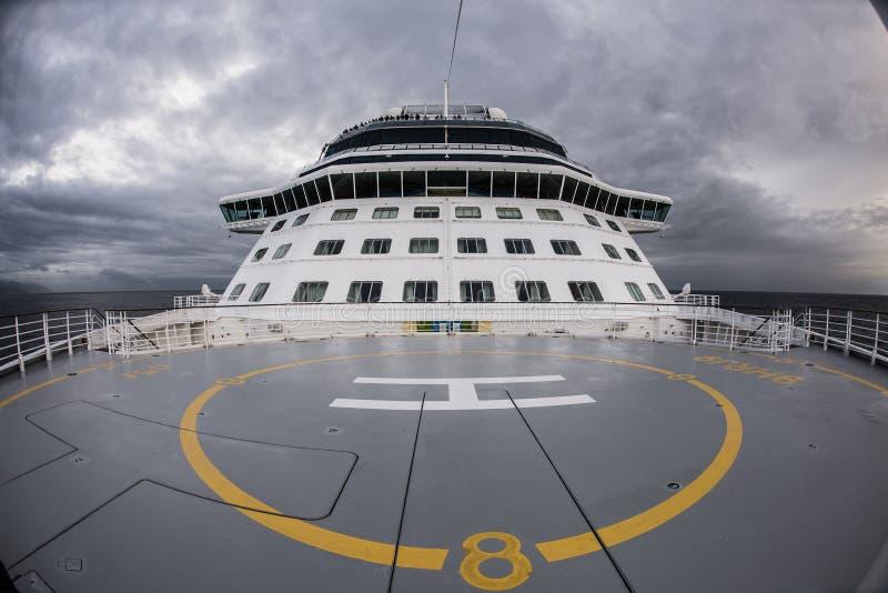 Helipuerto en la cubierta superior de la nave fotografía de archivo