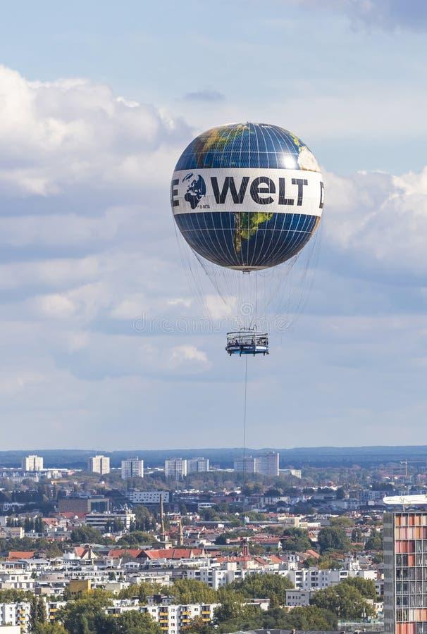 Heliumballon ` Borten-Ballon ` im Himmel über Berlin, Deutschland stockfoto